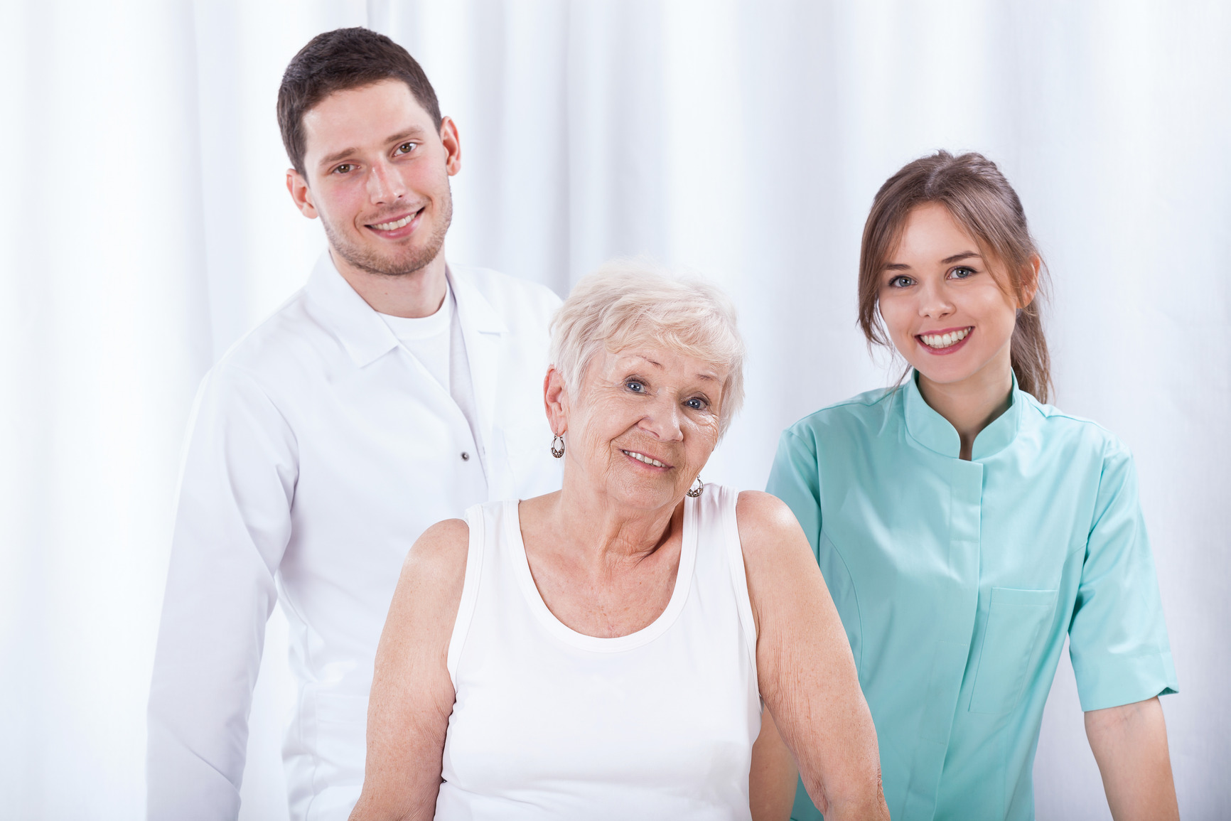 photodune-12198888-geriatric-patient-with-her-physiotherapists-m